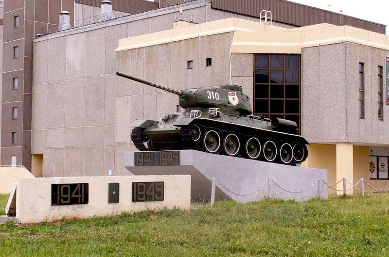 Видеоэкскурсия по музею боевой техники